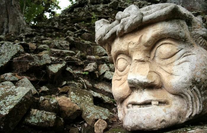 Загадки каменных голов.../ Фото: ello.co